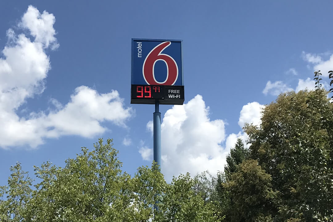 HOSPITALITY MOTEL 6 POLE SIGN